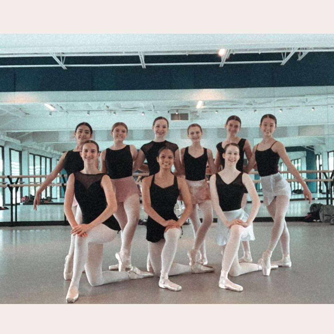Female dancers in 2 lines